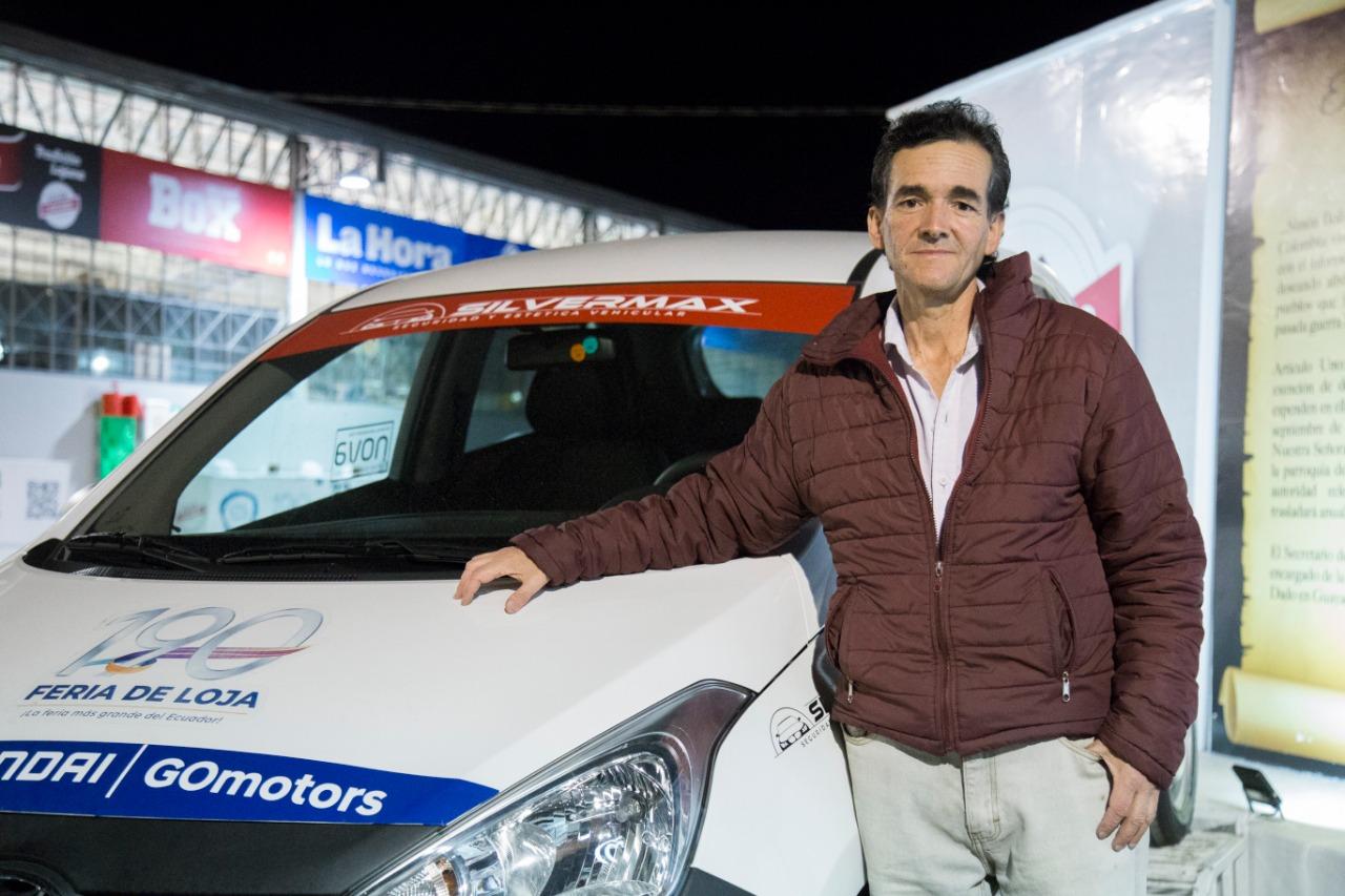 Oswaldo Bustamante es el ganador del vehículo de feria